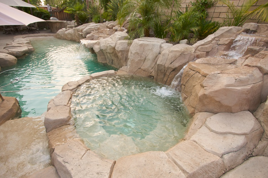 How to care for a hot tub